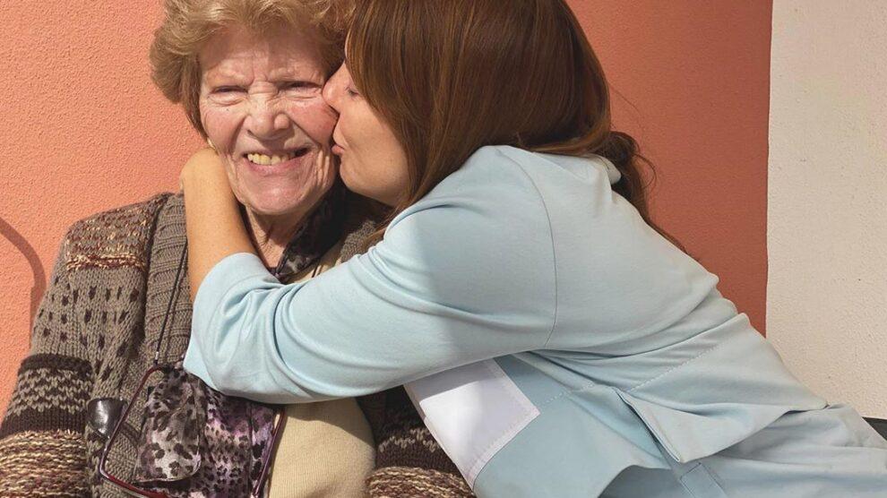 Photo of Tânia Ribas de Oliveira deixa mensagem emotiva à avó com Alzheimer