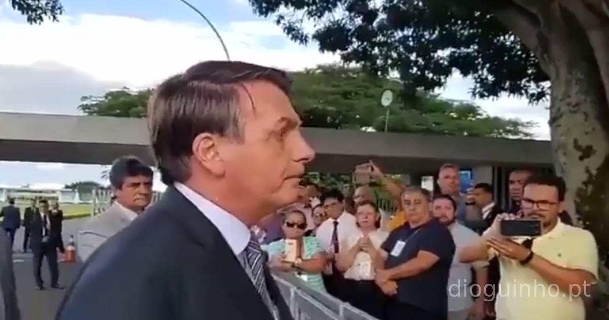 """Photo of Bolsonaro ameaça acabar com quarentenas porque """"todos morremos um dia"""""""