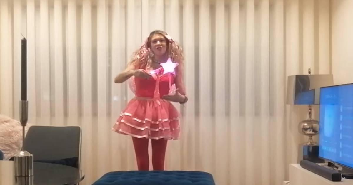 Photo of Maria Leal dá novo concerto na sala de sua casa… vestida a rigor!
