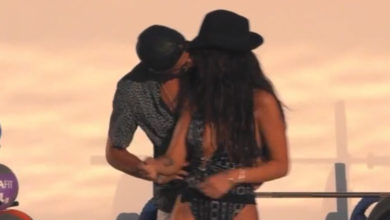 Photo of Pedro Alves e Jéssica dão o primeiro beijo, durante desfile na casa