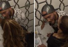 Photo of Daniel Monteiro tenta beijar Iury no WC mas leva TAMPA