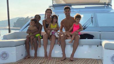 Photo of Fãs de Cristiano Ronaldo nadam até ao iate do jogador