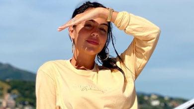 Photo of Georgina Rodríguez surge de fio dental em novo retrato de família